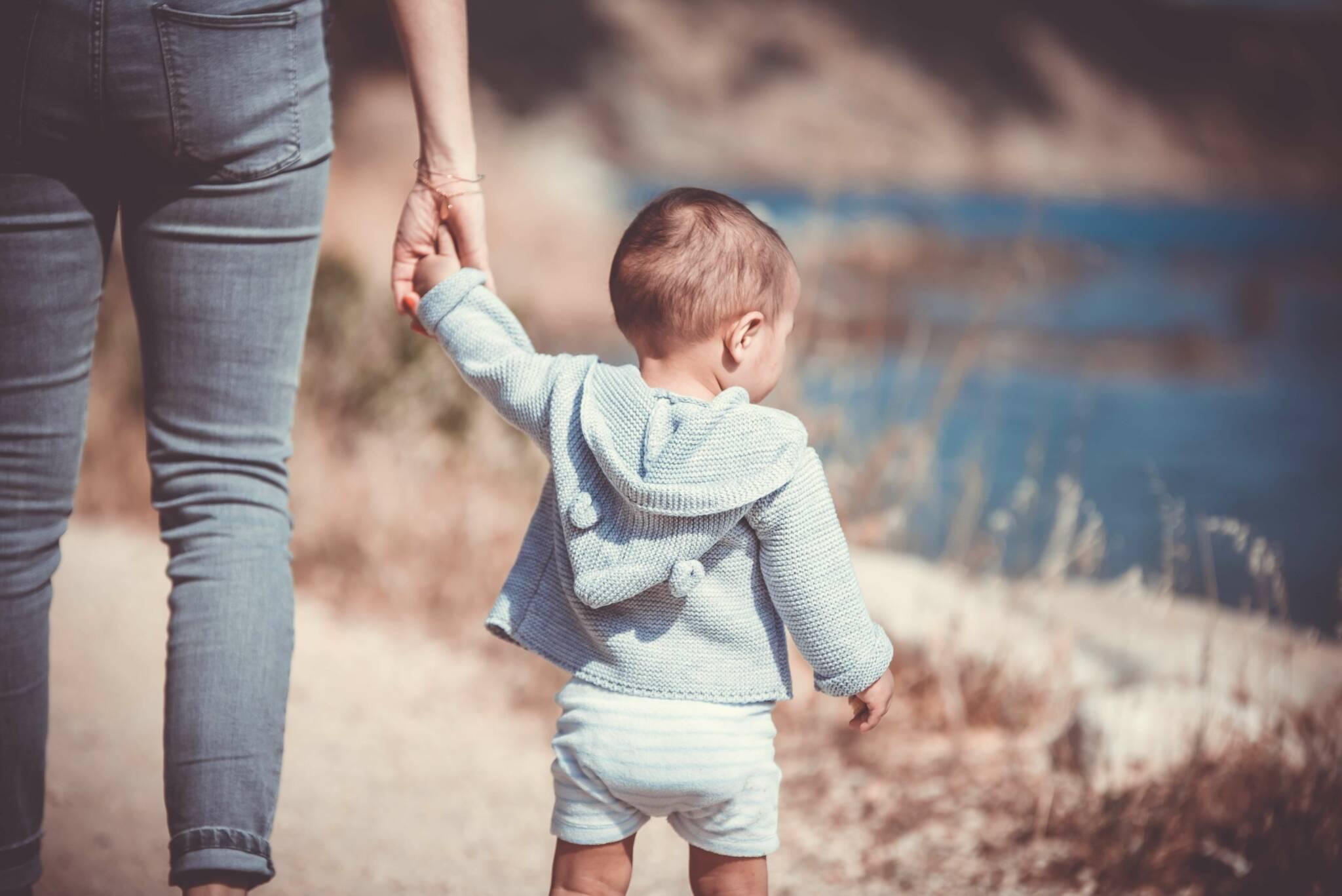 Vad kostar det att adoptera ett barn?